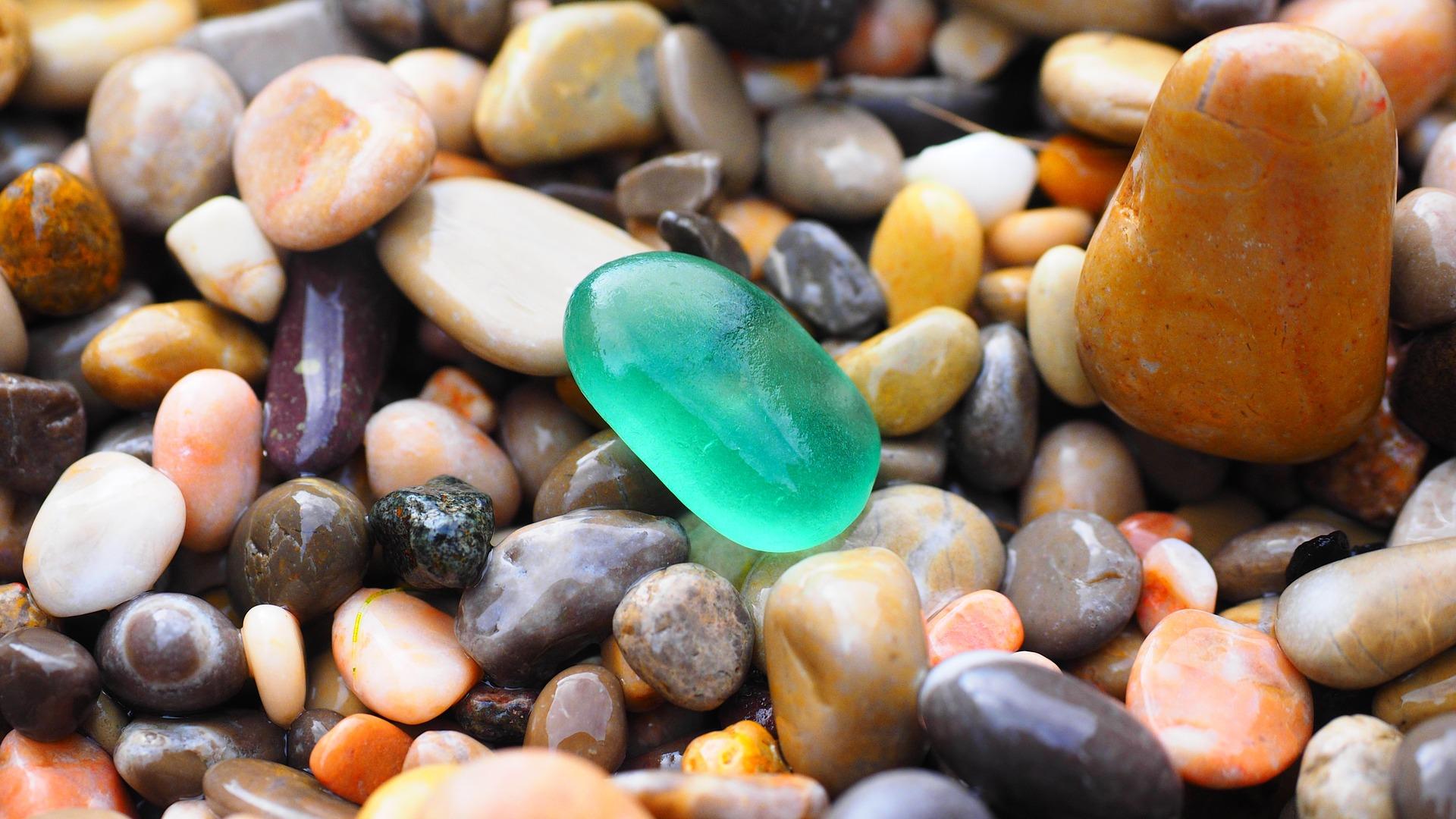 pebbles-1090536_1920